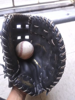 Baseball glove for Sale in City of Industry, CA