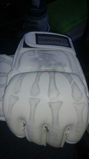 MMA training gloves Large for Sale in Coronado, CA