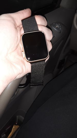 Series 5 40mm rose gold apple watch (gps/cellular) for Sale in Seattle, WA