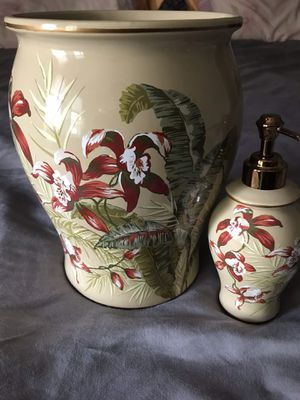 Tommy Bahama new. $25 porcelain With soap holder for Sale in Fresno, CA