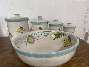 StudioNova barrier reef patter large salad bowl and 4 canisters for Sale in Cashmere, WA