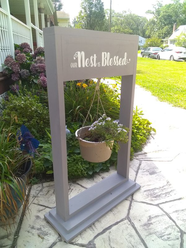 Hanging flower pot/welcome sign