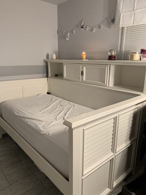 Day bed for Sale in New Port Richey, FL