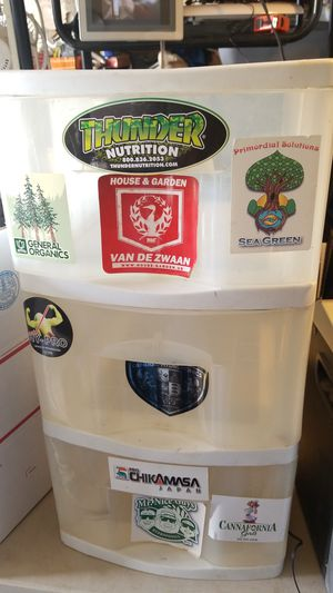 3 drawer plastic container for Sale in Hesperia, CA