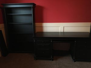 Desk and 2 book cases for Sale in Puyallup, WA