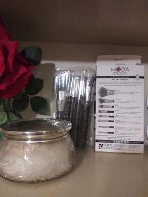 Moda Studio 8pc Pro Glam Makeup Brush Set $30 OBO for Sale in San Diego, CA