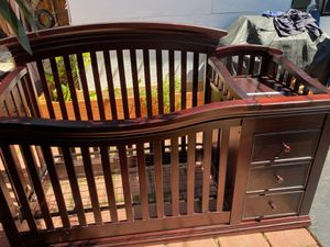 Baby crib with changing table attached &3 drawers for Sale in Los Angeles, CA
