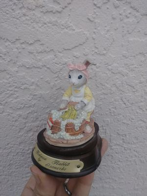Collectible Bunny statue for Sale in Fort Myers, FL