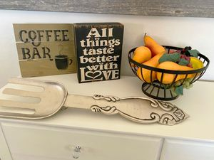 Kitchen items all in great condition rustic signs in excellent condition all items for $10 firm on price for Sale in Tolleson, AZ
