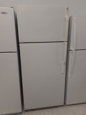 Ge top freezer refrigerator in good condition with 90 day's warranty for Sale in Mount Rainier, MD