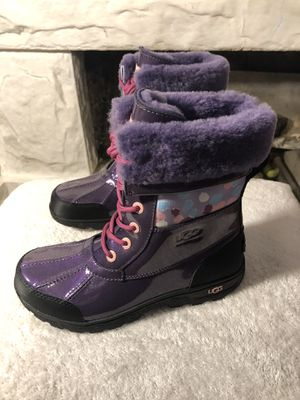 KIDS UGG BOOTS RAINING/SNOW BOOTS SIZE 4 for Sale in Los Angeles, CA