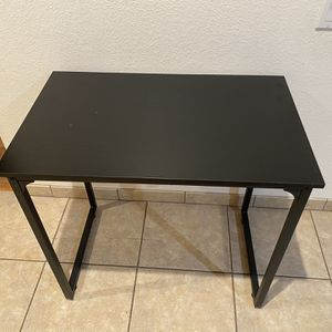 Nice desk 39 x 22 for Sale in Avondale, AZ