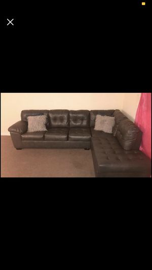 Sectional Couch . $550 FIRM ON COUCH NEW CONDITION , SMOKE FREE AND PET FREE HOME for Sale in Philadelphia, PA