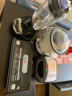 Kitchen appliances- blender - crock pot - toaster - sealer for Sale in San Diego,  CA