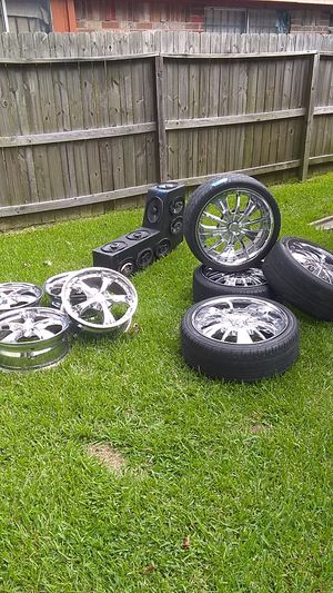 20in GAZARIO wheels and a14 speaker console for Sale in Houston, TX