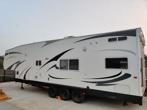34ft Atitude Eclipse Toy Hauler for Sale in Redlands, CA
