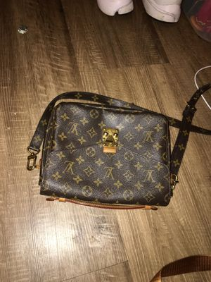 women's louis vuitton bag for Sale in Eddington, PA