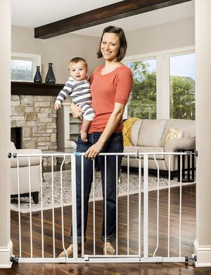 """Baby Gate 29"""" to 47"""" for Sale in Emerald Hills, CA"""
