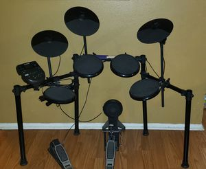 Electric Alesis Nitro drum set for Sale in San Antonio, TX