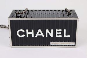 Chanel Clutch Container Metiers D'arts Paris-Hamburg 2018 for Sale in Hawaiian Gardens, CA