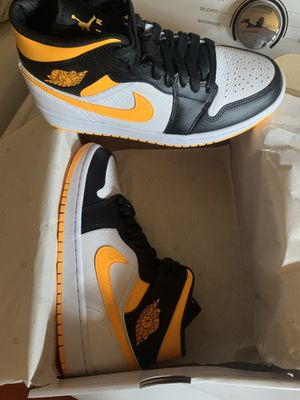 Air Jordan 1 mid Laser Orange women's size 7.5 men's size 6 for Sale in San Fernando, CA