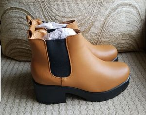 😎🌻🚛✈RETRO Chunky heels boots size 8✈🚛🌻😎 for Sale in Silver Spring, MD