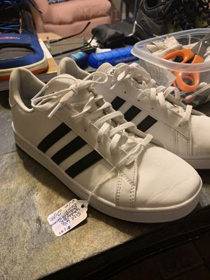 Sz 6 1:2 adidas black and white shoes for Sale in Conway, AR