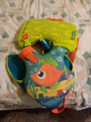 Infant life jacket 10$ for Sale in Altoona, IA