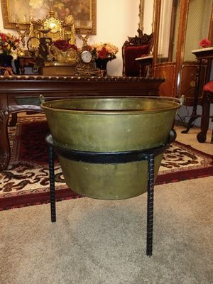Vintage HW Hayden Large Brass Pot with stand for Sale in Thornton, CO