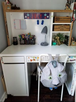 A white beautiful desk! for Sale in Queens, NY