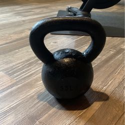 35 Lb Kettle Bell for Sale in Cary,  NC