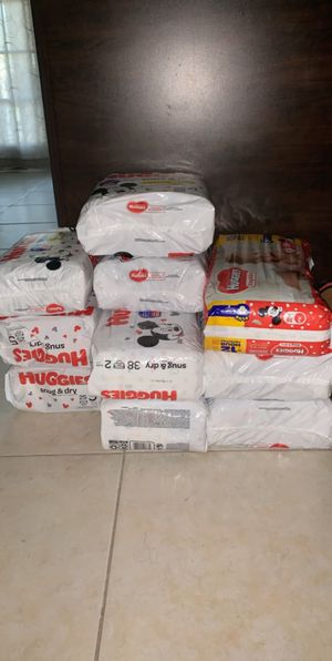 Huggies diapers (2) size 1 count 44,(3) size 2 count 38,(1) size 4 count 29,(3)size5 count 25,(1) size 6 count 21 for Sale in Pompano Beach, FL