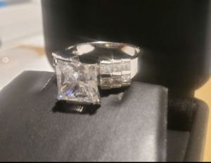Beautiful outstanding ring 14k real Gold for Sale in Moreno Valley, CA