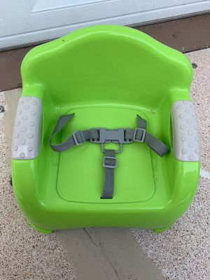 Like new-Booster seat with straps for Sale in Port St. Lucie, FL