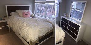 Bedroom set for Sale in Denver, CO
