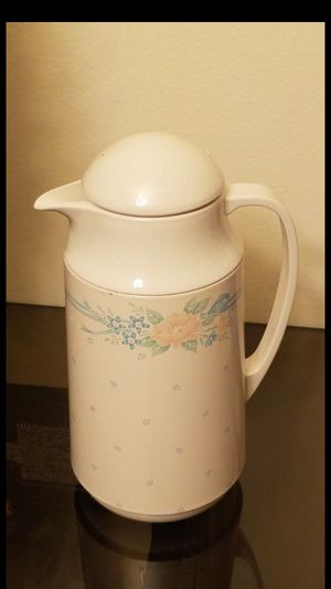 Vintage thermos bottle made in Thailand excellent condition for Sale in Everett, WA