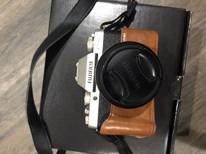Fujifilm X-T100 mirrorless digital camera w/ XC15-45mm F3.5-5.6 OIS PZ lens champagne gold for Sale in Garden Grove, CA