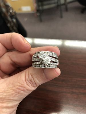 Gorgeous 3 1/2 ct Diamonds Wedding Set White Gold for Sale in Nashville, TN