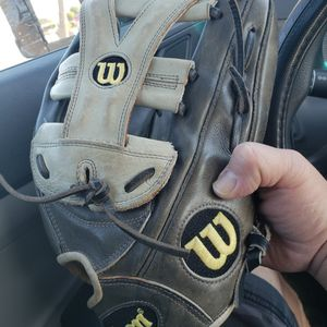 Wilson A2000 Right Hand Throw 12.75Baseball Glove for Sale in West Covina, CA