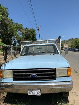 Dump truck four 1987 comercial ( the engine does work) Motor no funciona for Sale in Escondido, CA