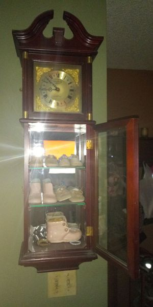 Hanging clock with glass shelves delivery for Sale in Henderson, NV