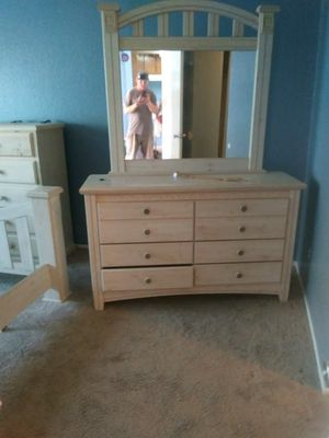 Dresser and mirror for Sale in Santa Ana, CA