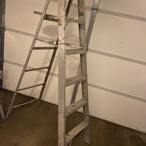 6 foot Ladder for Sale in Hoffman Estates, IL