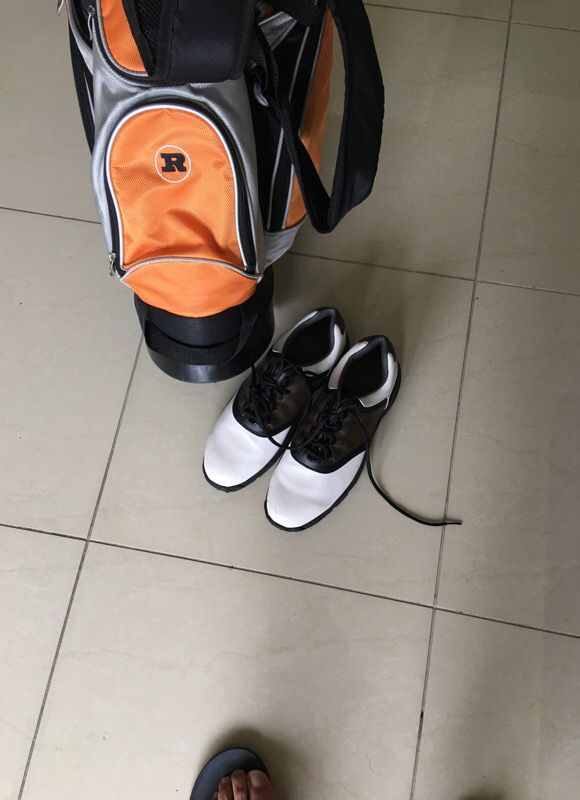 Full set of Wilson golf clubs with bag and shoes