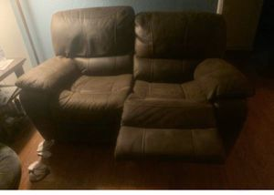 Living spaces love ❤️ seat duel recliner FREE for Sale in San Leandro, CA