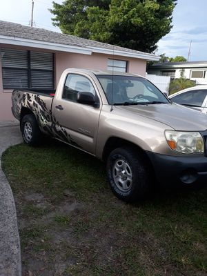 Toyota tacoma regular cab 2wd for Sale in TWN N CNTRY, FL