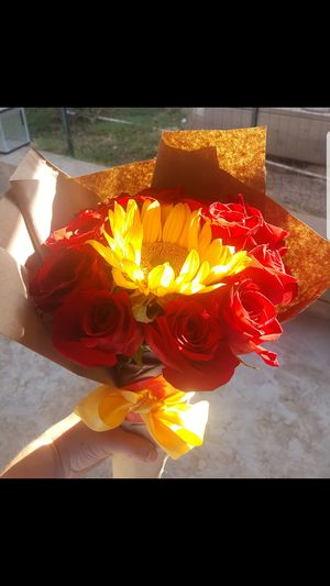 Sunflowrt bouquet for Sale in Chula Vista, CA