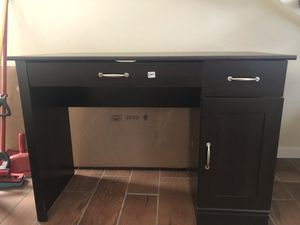 Like New Computer Desk for Sale in March Air Reserve Base, CA