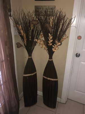 Pair of flowers 5 ft tall decor hearts floor vase with branches In excellent condition for Sale in Humble, TX