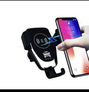 Universal Car phone holder with fast wireless charge iPhone Samsung for Sale in Renton, WA